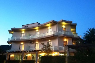 1_accommodation-in-Rovies-Evia-Greece_Hotel-Souris